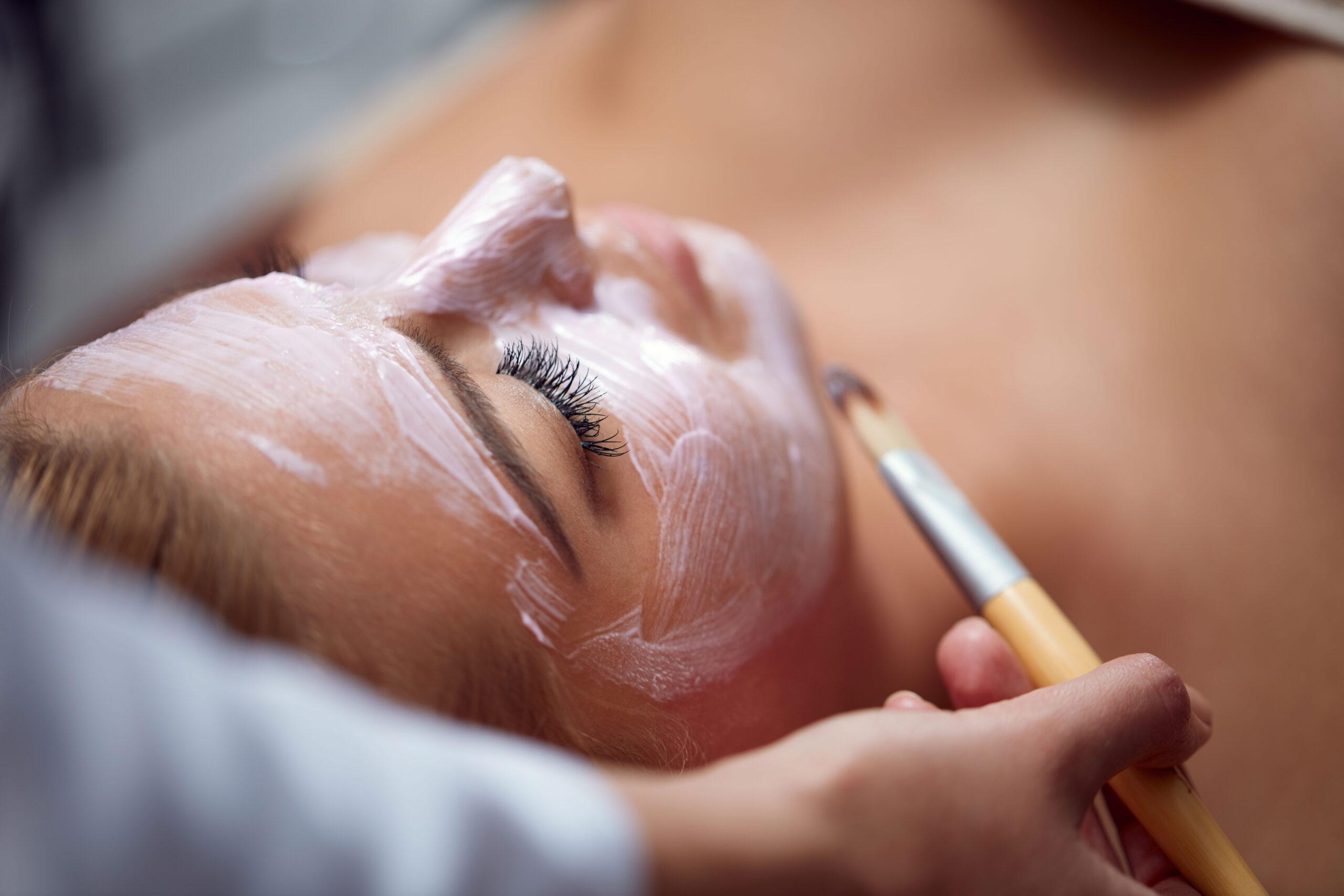 higiene facial para una piel brillante